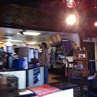 Das Foto wurde bei Drunken Monkey Coffee Bar von FLO F. am 7/21/2013 aufgenommen