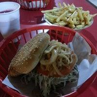 8/13/2015にMyrza R.がRuben's Hamburgersで撮った写真