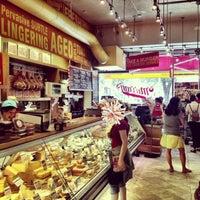 Foto tomada en Murray's Cheese por Cheema's NYC el 8/29/2013