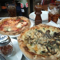 Снимок сделан в Pitfire Pizza пользователем Mneera M. 6/2/2013