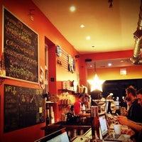 Foto tirada no(a) Dark Matter Coffee (Star Lounge Coffee Bar) por Jeni ☆. em 1/29/2013