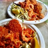 Foto tomada en Savage Shrimp por Lizz S. el 6/20/2013