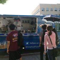 Photo prise au Voila! Food Truck par Diana B. le5/1/2013