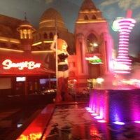รูปภาพถ่ายที่ Stripper 101 โดย Renee B. เมื่อ 8/10/2013