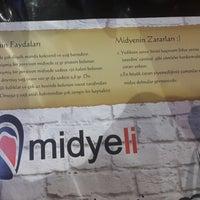 Foto tirada no(a) Midyeli por Erhan E. em 10/29/2013