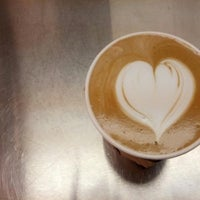 6/28/2013 tarihinde Velveteen Coffee Houseziyaretçi tarafından Velveteen Coffee House'de çekilen fotoğraf