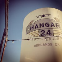 Photo prise au Hangar 24 Craft Brewery par Steven P. le1/19/2013