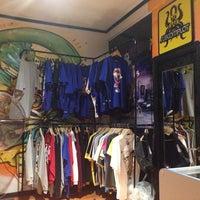 aa08552cd8f6f ... Foto tomada en Subcomplot Hip Hop Tienda por Francisco A. el 1 18  ...