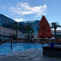 รูปภาพถ่ายที่ MGM Grand Pool โดย Haneen 💍 เมื่อ 10/4/2018