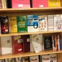 Das Foto wurde bei Drama Book Shop von JeiHoodie am 11/26/2012 aufgenommen