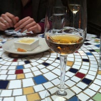 Foto tirada no(a) Stonehome Wine Bar & Restaurant por Aaron L. em 5/1/2013
