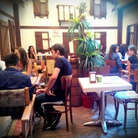 Foto scattata a cafe 46 da Bugra Ö. il 8/29/2014