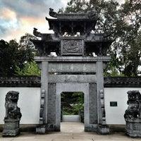 Das Foto wurde bei Chinesischer Garten von Дарья Т. am 9/23/2013 aufgenommen