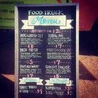 Foto tirada no(a) Mueller Farmers Market por Kevin A. em 7/25/2013