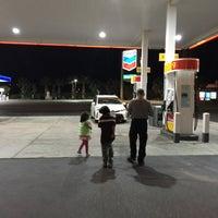 Foto scattata a Shell da Karen L. il 4/24/2016