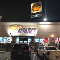 Foto scattata a Shell da Karen L. il 1/30/2017