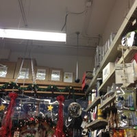 Das Foto wurde bei Cole Hardware von Linda K. am 12/12/2012 aufgenommen