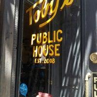 Photo prise au Toby's Public House II par Katie D. le5/5/2013
