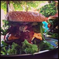 Das Foto wurde bei Berlin Burger International von Mansur am 6/23/2013 aufgenommen