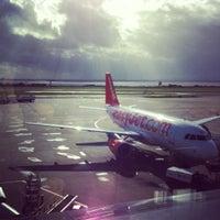 Foto tirada no(a) Liverpool John Lennon Airport (LPL) por Iveta Ķ. em 10/17/2012