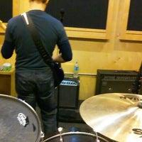 Foto diambil di Music Garage oleh Gina pada 2/2/2016