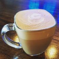 Снимок сделан в Makers & Finders Coffee пользователем Wayne W. 9/27/2015