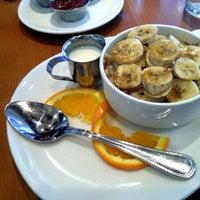 5/4/2013 tarihinde Dan V.ziyaretçi tarafından Plums Cafe and Catering'de çekilen fotoğraf