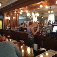 4/5/2013 tarihinde Alex C.ziyaretçi tarafından Ward 6 Food & Drink'de çekilen fotoğraf