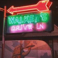 Das Foto wurde bei Walker's Drive In von Ryan W. am 3/18/2018 aufgenommen