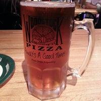 Снимок сделан в Woodstock's Pizza пользователем Jonathan H. 11/4/2012