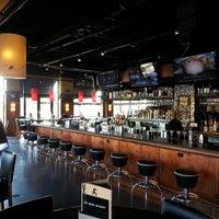 Foto tirada no(a) Bar Louie por William S. em 10/2/2013