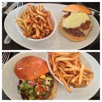 Foto tirada no(a) 5 Napkin Burger por Keron J. em 7/2/2013