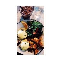 Photo prise au Cafe Neon par T B. le8/4/2015
