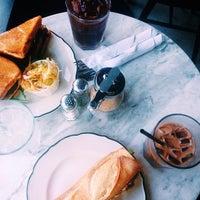 Снимок сделан в Cafe Neon пользователем T B. 8/15/2015