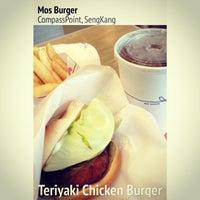 Photo prise au MOS Burger par Magdalene P. le3/9/2014