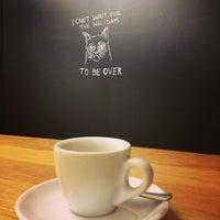 Foto tomada en Espresso Embassy por Timi 😺 V. el 2/26/2013