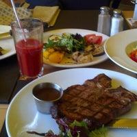 Снимок сделан в Sam's Steak House пользователем Юрий Г. 5/25/2013