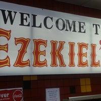 รูปภาพถ่ายที่ Ezekiel's Restaurant โดย Brad C. เมื่อ 7/31/2013