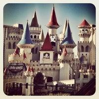 รูปภาพถ่ายที่ Excalibur Hotel & Casino โดย Dragan P. เมื่อ 1/8/2013