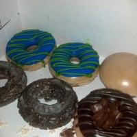 Das Foto wurde bei Krispy Kreme Doughnuts von Anthony S. am 1/13/2013 aufgenommen