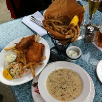 Foto scattata a Sockeye City Grill Waterfront Restaurant da Michiko O. il 6/8/2013