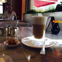 Das Foto wurde bei Romanisches Café von Queen hh M. am 8/1/2015 aufgenommen