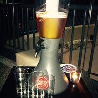 Foto tirada no(a) Fizz Beach Bar por Sebastian B. em 9/25/2014