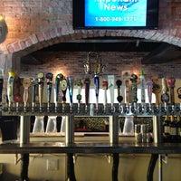 Foto tirada no(a) Blowfish Bar & Grill por Ron B. em 6/27/2013