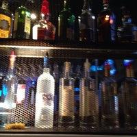 Foto tirada no(a) Blowfish Bar & Grill por Ron B. em 1/11/2014