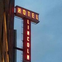 รูปภาพถ่ายที่ Hotel Lincoln โดย Christa D. เมื่อ 6/1/2013