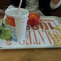 Photo prise au McDonald's par özgür .. le9/7/2013
