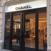 Foto tirada no(a) CHANEL Boutique por Ziyad A. em 9/27/2014