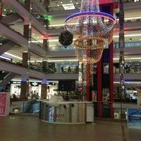 7/19/2013 tarihinde Er da L.ziyaretçi tarafından Airport Outlet Center'de çekilen fotoğraf