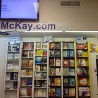 Foto scattata a Edward McKay Used Books da Prema F. il 5/14/2013